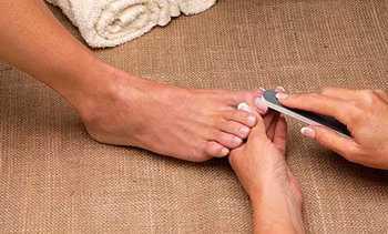 Как сделать свадебный педикюр в домашних условиях