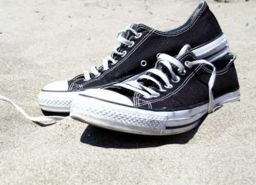 Затем обувь промывается