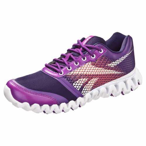 А вот что касается бега и ходьбы, которые также являются частью фитнеса, то лучше выбирать кроссовки с закругленным носком и большим количеством шипов на подошве