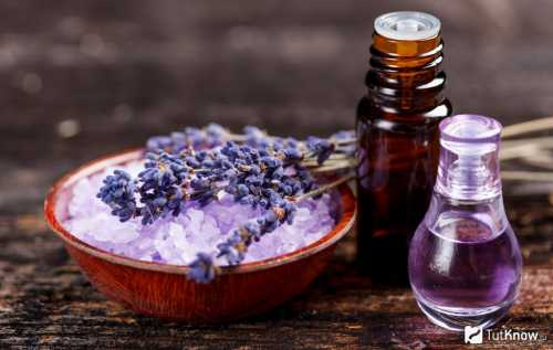 Эфирное масло добавляют в объеме капель в оливковое, подсолнечное масло для аромарасчесывания с помощью деревянной расчески с крупными зубьями