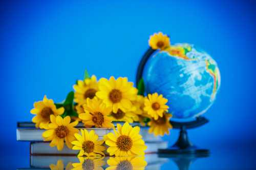 День учителя: поздравления на русском и украинском языке