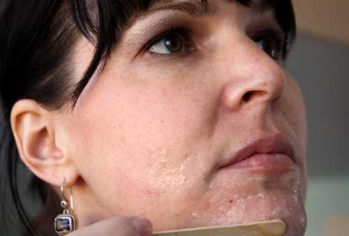 Посмотрите на себя в зеркало замечательное средство от черных точек сделало кожу лица чистой и очень мягкой