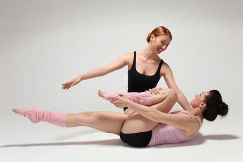 Поднять таз, делая упор на плечи и стопы