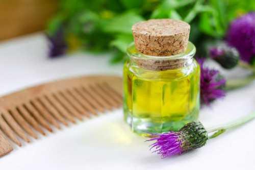 Первым делом масло и мед растапливают на водяной бане