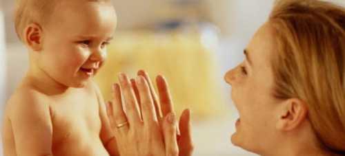 Чтобы отучить ребенка от кормления грудным молоком, следует проделать следующее