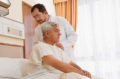 Одним из опасных осложнений является перелом, потому что именно он может стать причиной остановки дыхания изза повреждения плевральной оболочки