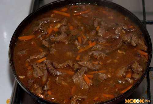 Азу из свинины с солеными огурцами, рисом или картошкой