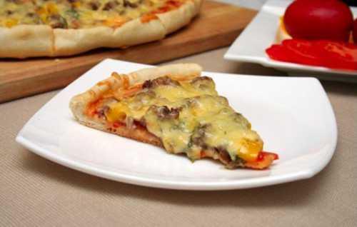 Пицца из слоеного теста это отличный вариант для тех, кто хочет быстро и вкусно накормить своих близких