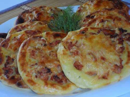 Самый простой рецепт приготовления домашней пиццы с колбасой и сыром