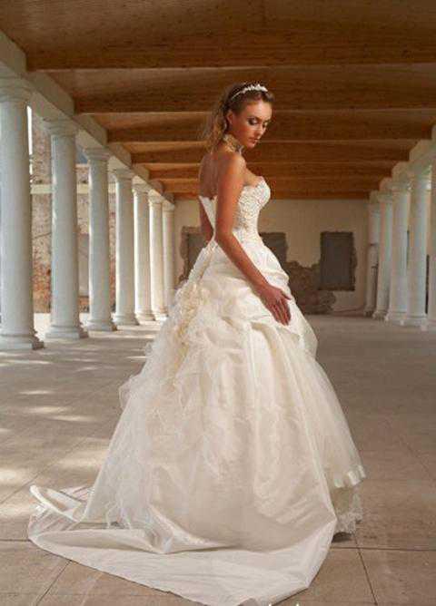 А наиболее уместным ретромейкап будет на тематической свадьбе, где все гости одеты в ретростиле