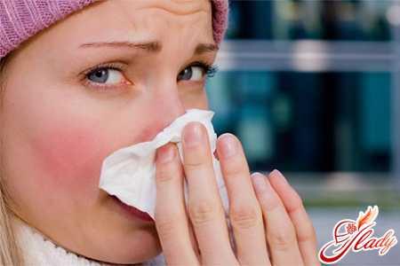 Насморк: лечение народными средствами, может ли