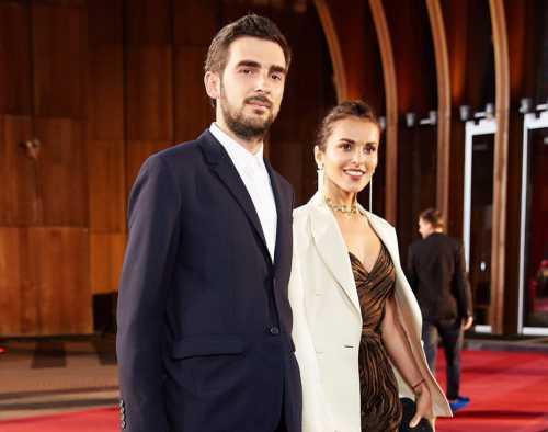 Сати Казанова опубликовала фото с женихом