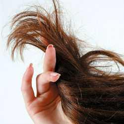 Помыть волосы и обсушить их аккуратно полотенцем