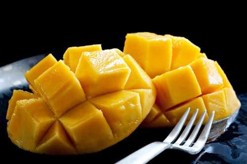 Самыми полезными для организма считаются зелёные фрукты в них меньше углеводов и калорий, зато больше витамина