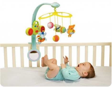Главная задача подобных игрушек в этом возрасте развитие хвата тельного умения, вот почему подвески нужно правильно крепить