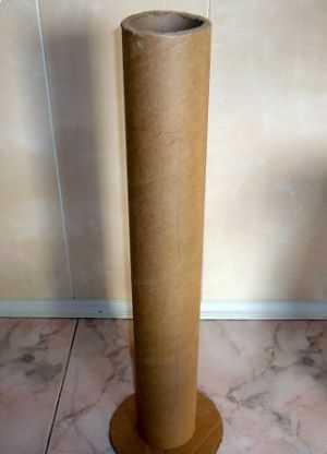 Цилиндр из плотного картона, на который наматывается линолеум