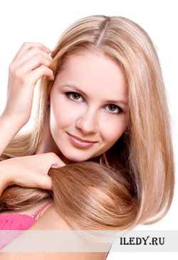 Нужно аккуратно распределить жидкость по корням волос, а поверх неё наложить маску или масла